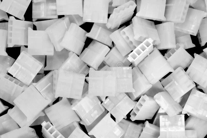 Vita plast- fall av PC 4 klämmer fast perifer maktkontaktdon royaltyfri bild