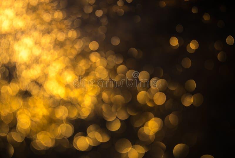 vita röda stjärnor för abstrakt för bakgrundsjul mörk för garnering modell för design Festlig abstrakt bakgrund med bokehdef fotografering för bildbyråer