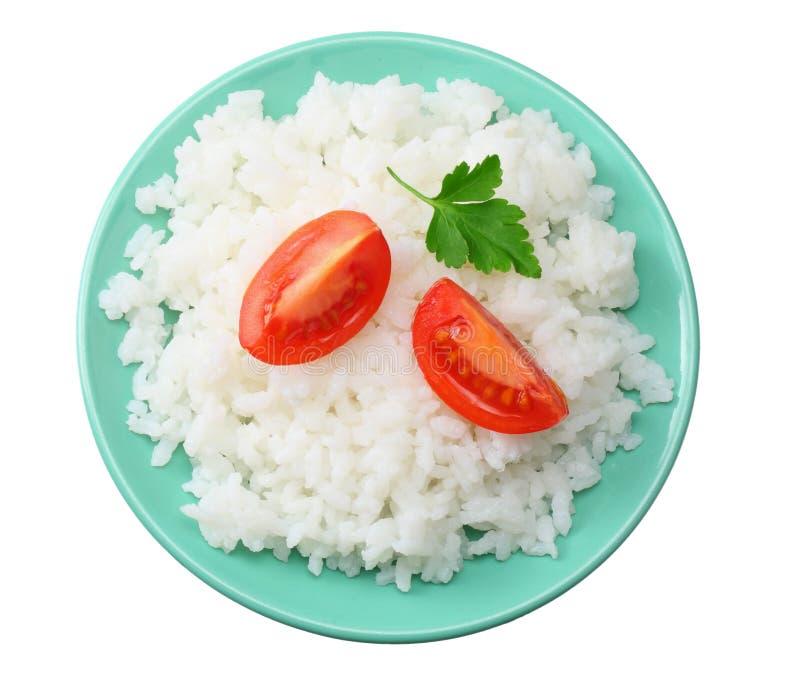Vita ris med tomaten i den blåa bunken som isoleras på vit bakgrund Top beskådar fotografering för bildbyråer
