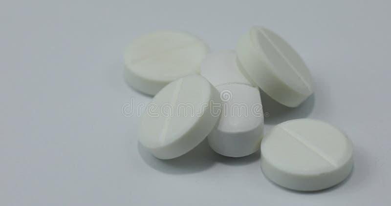 Vita runda piller och droger Pills och Tablets Skjuten makro arkivfoto