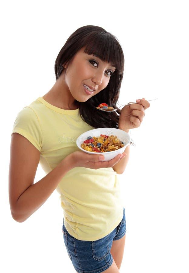 Vita sana che mangia una prima colazione nutriente immagine stock