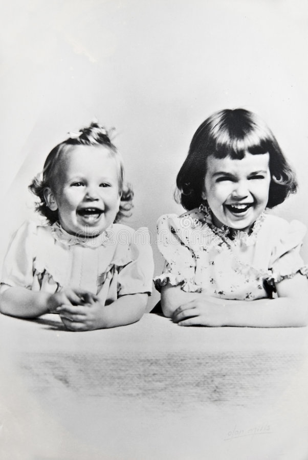 vita svarta retro systrar royaltyfri fotografi