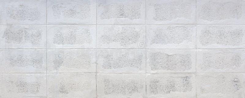 Vita tegelstenar av betong gör murar, staket eller bebyggelse arkivfoto