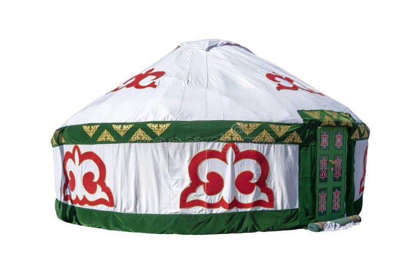 Vita Yurt, inhysa av nomad- stammar för Kazakh som dekoreras med den nationella prydnaden som isoleras på vit bakgrund arkivfoton