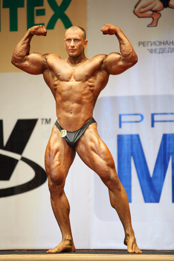 Vitaly Kuzmich poses at Open Cup of bodybuilding