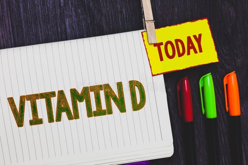 Vitamin D för handskrifttexthandstil Menande fördelar för begrepp av solstråleexponering och den bestämda feta lösliga näringlegi royaltyfri foto
