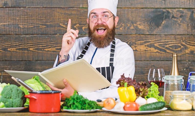vitamina articolo da cucina di uso dell'uomo Essendo a dieta con l'alimento biologico Prodotto-verdure fresche di vegetables Uomo immagine stock libera da diritti