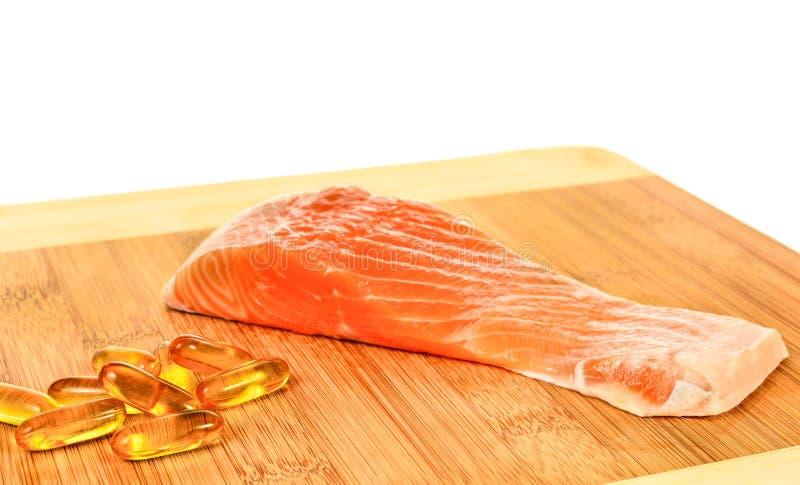 Download Vitamina D Con Il Salmone Su Fondo Bianco Immagine Stock - Immagine di nutrizione, omega: 55363073