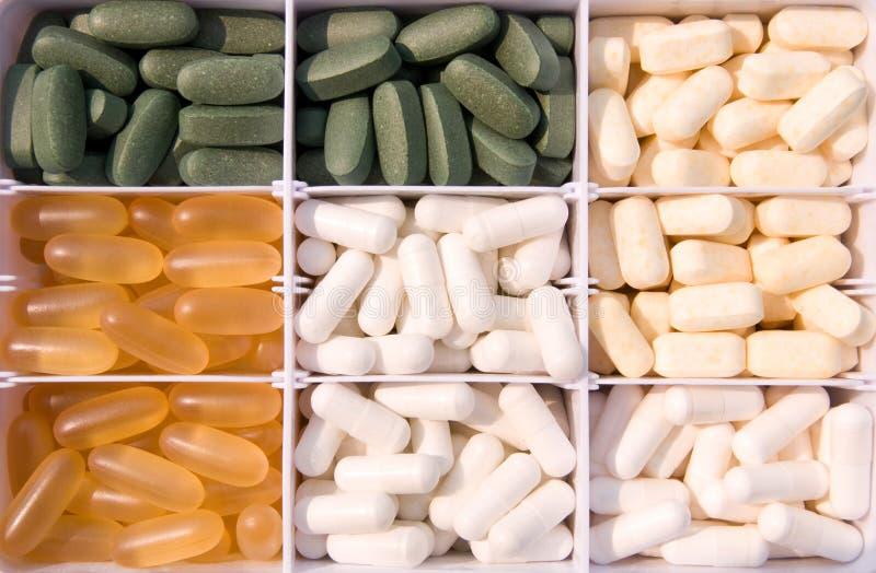 Vitaminas e comprimidos fotografia de stock royalty free