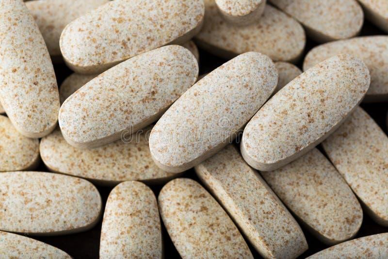 Vitamine in capsule ovali fotografia stock libera da diritti
