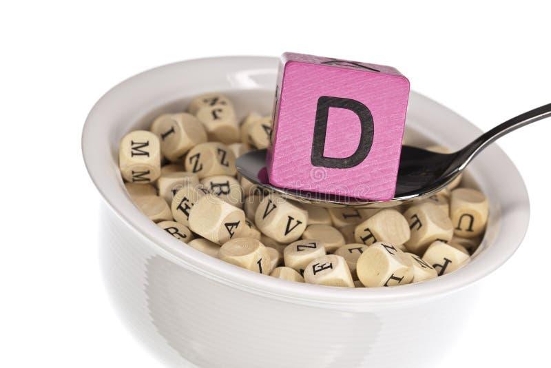 Vitamine-rijke alfabetsoep die vitamine D kenmerkt stock foto