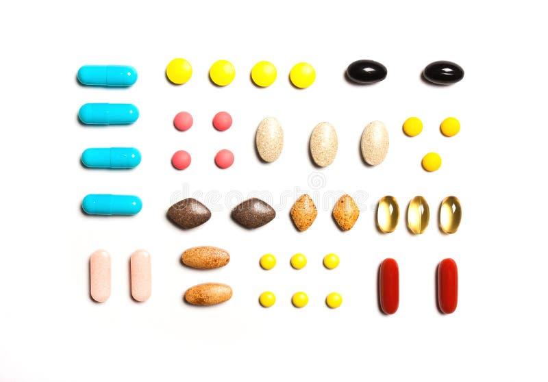 Vitaminen, dieetsupplementen op een rij, Achtergrond van multi-c stock afbeeldingen
