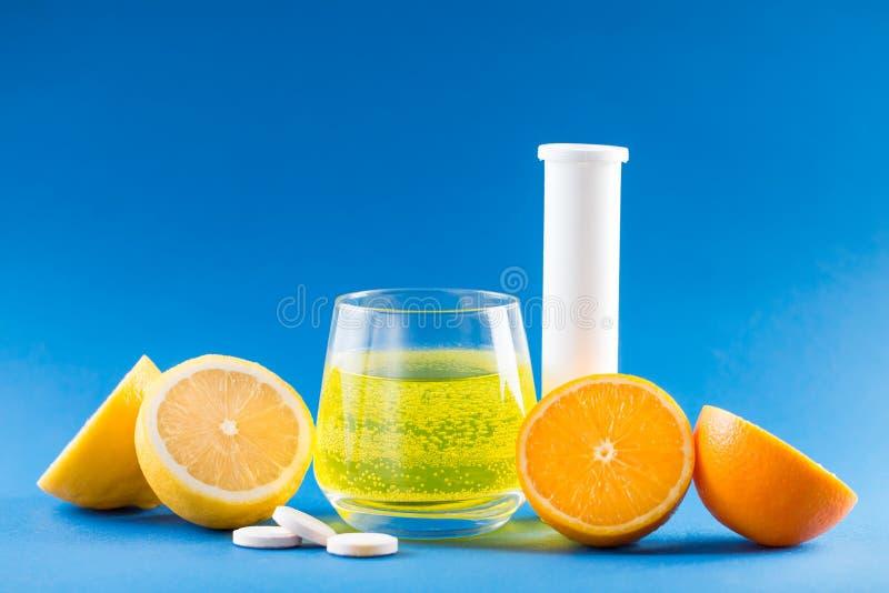 Vitamines avec la saveur de fruit image libre de droits