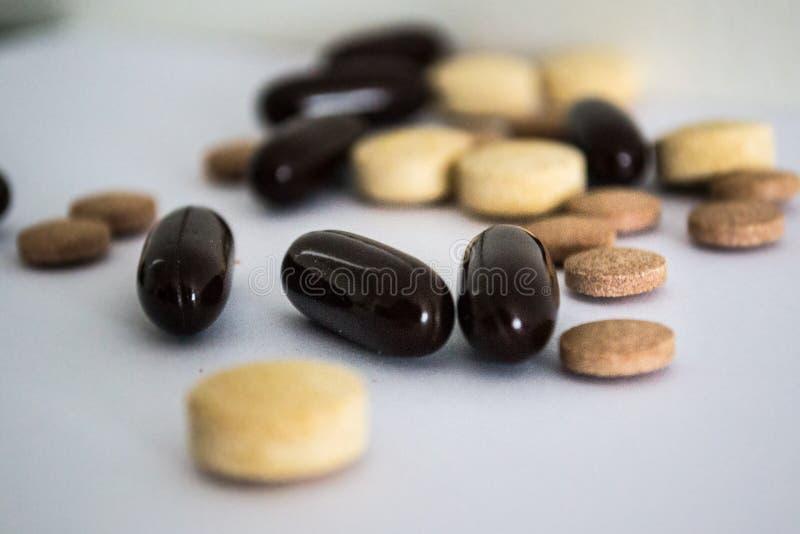 Vitamines dans les pilules photographie stock libre de droits