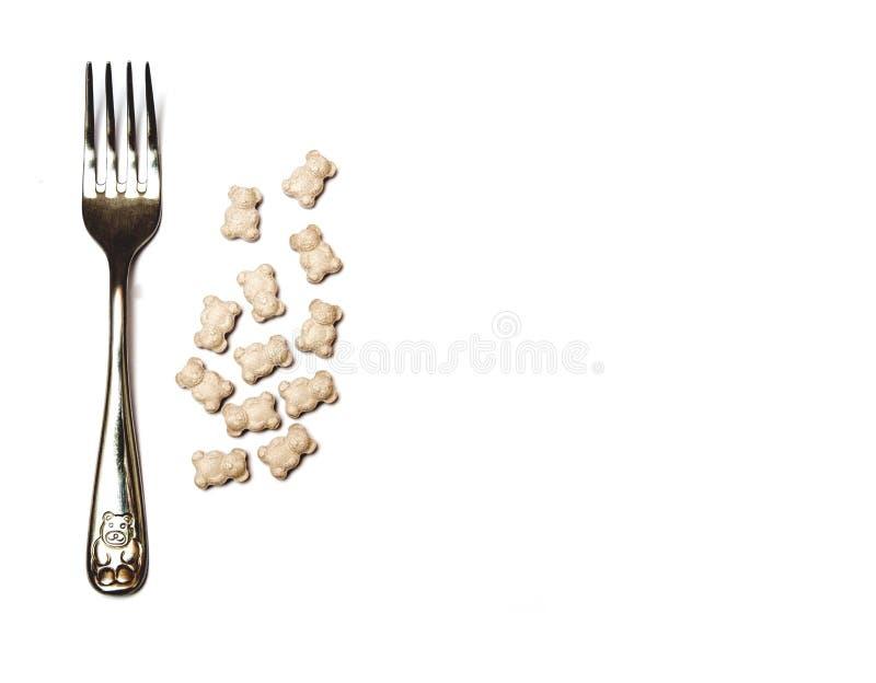 Vitamines, suppléments nutritionnels, sur un fond blanc, comparaison avec la nourriture image libre de droits