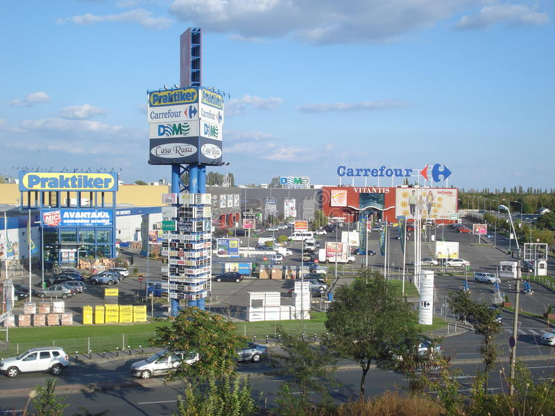 Vitantis detaljhandel parkerar i Bucharest royaltyfri bild