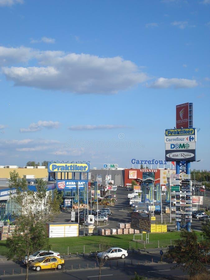 Vitantis detaljhandel parkerar i Bucharest arkivfoto