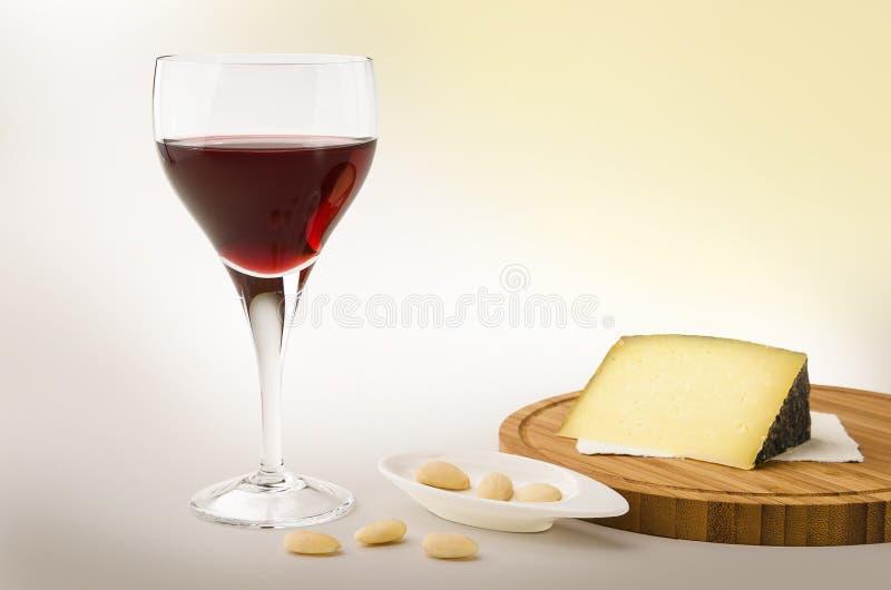 Vite rossa in un vetro con formaggio fotografia stock