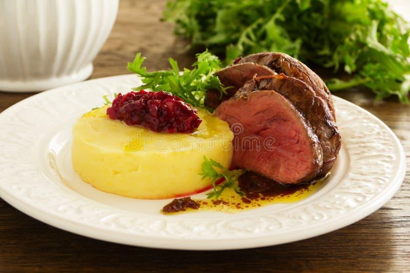Vitello di arrosto con le purè di patate fotografie stock