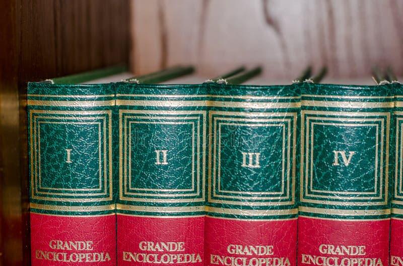Viterbo 18/03/2018 böcker av en encyklopedi arkivfoton