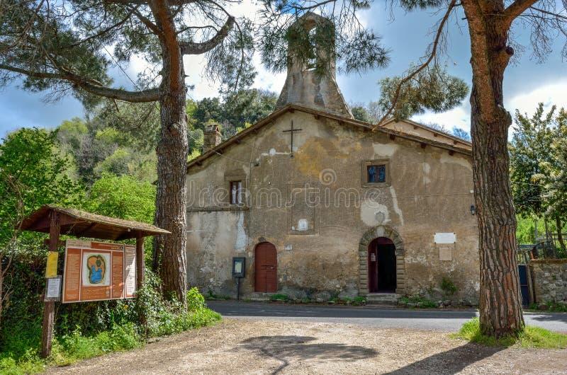 Viterbo - Vico Lake Regional Park - Oude kerk Santa Lucia royalty-vrije stock afbeelding