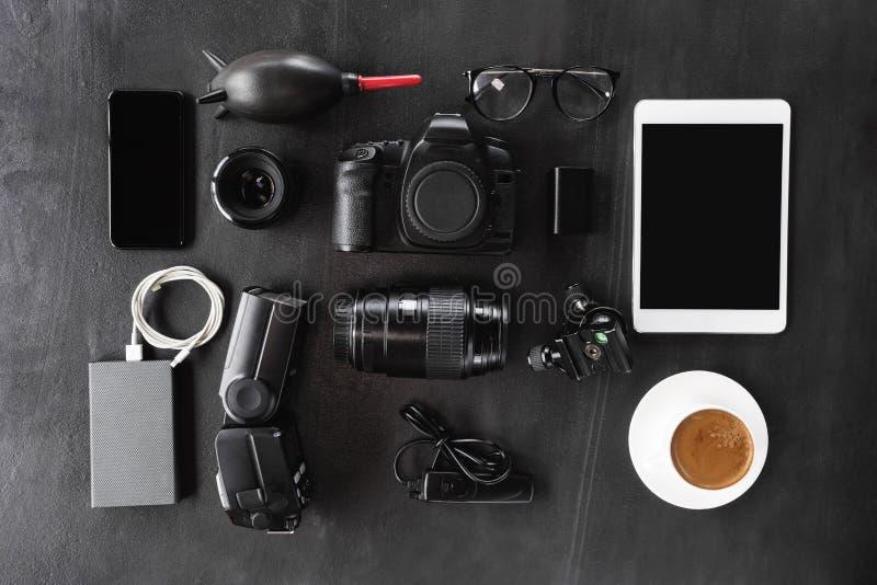 Vitesse d'appareil-photo réglée sur le fond foncé photo libre de droits