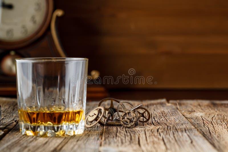 Vitesse de whiskey et d'horloge images stock
