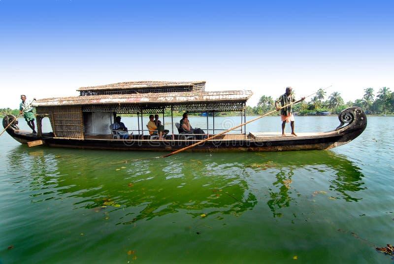 Vitesse normale de bateau-maison image libre de droits