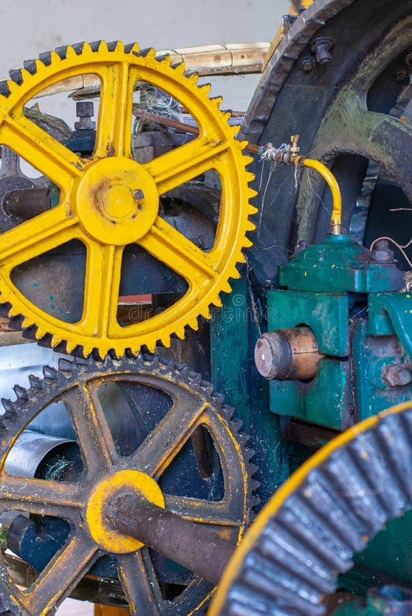 Vitesses des parties mécaniques de la transmission du mouvement, prise à l'usine chez Tecoh photographie stock libre de droits