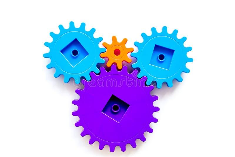 Vitesses lumineuses pour la grande technologie du travail d'équipe et du mécanisme correct sur la vue supérieure de fond blanc photos libres de droits