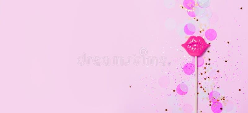 Vith labios rosados del fondo creativo del confeti Visión superior stock de ilustración