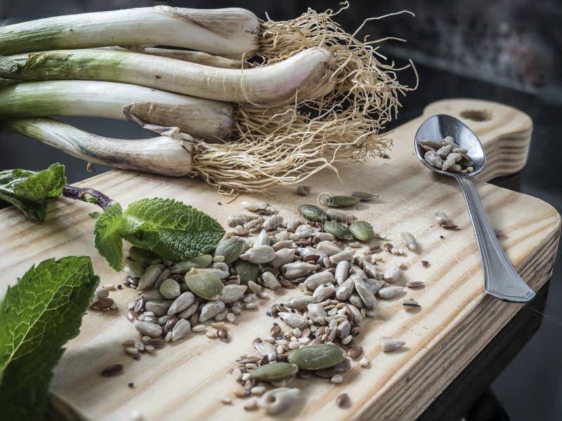 Vitlök pumpafrö, mintkaramell vegetarisk kokkonst royaltyfria bilder