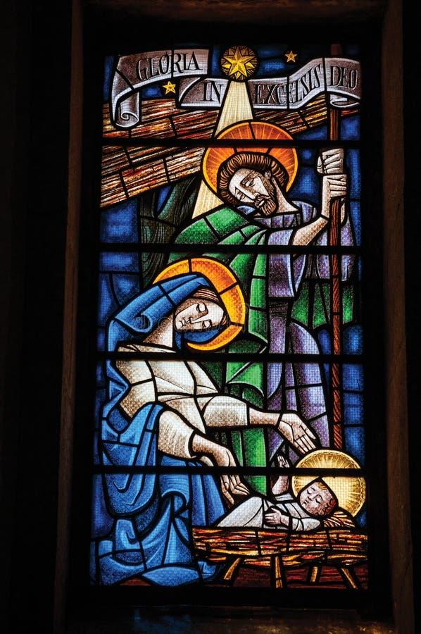 Vitral colorido com tema religioso foto de stock
