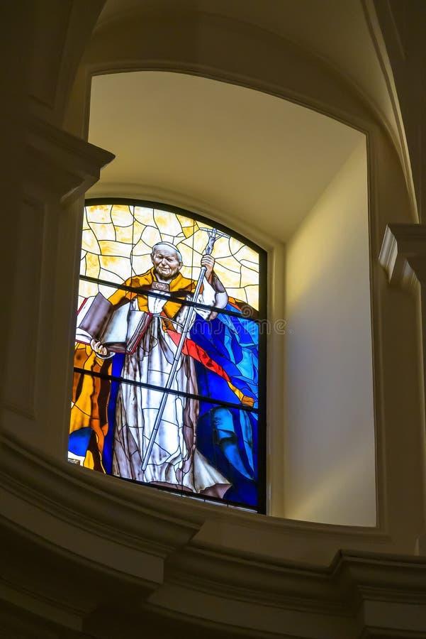 Vitral con la imagen de Juan Pablo II imágenes de archivo libres de regalías