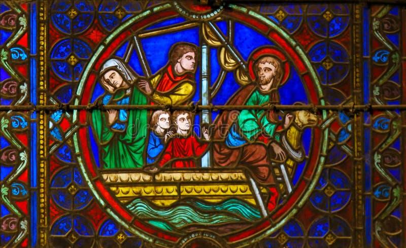 Vitral em Notre Dame, Paris que descreve St Eustace imagens de stock royalty free