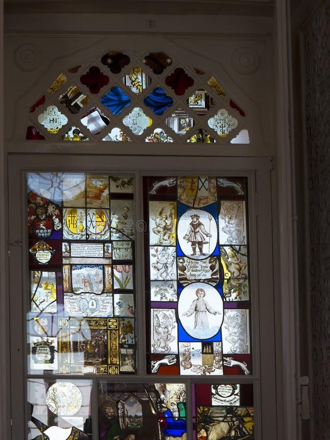 Vitral en el monasterio de Jeronimos en Lisboa Portugal fotografía de archivo libre de regalías