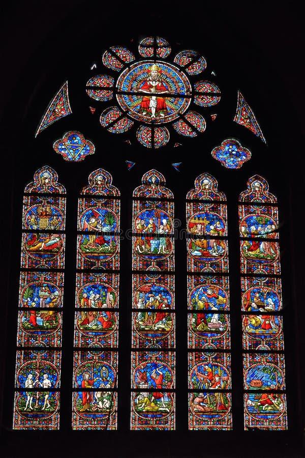 Vitral en el santo Walburga de la iglesia imagenes de archivo