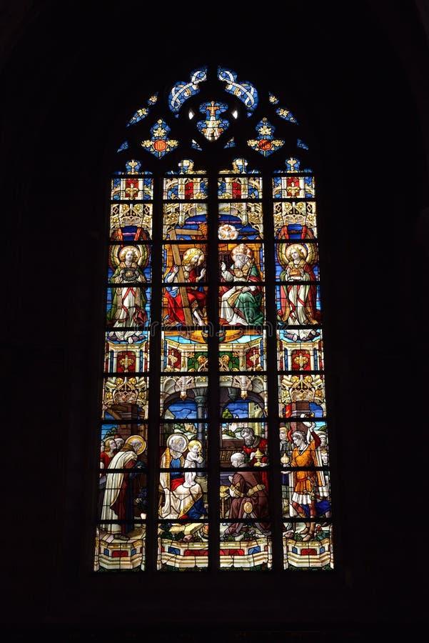 Vitral en el santo Walburga de la iglesia, foto de archivo