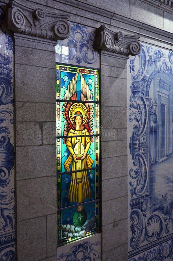 Vitral en un monasterio en Portugal fotos de archivo