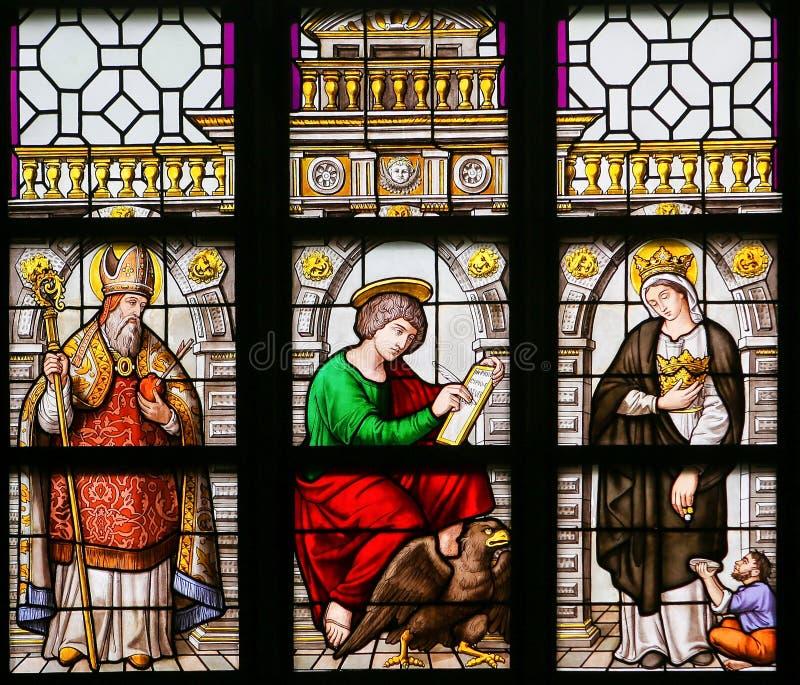 Vitral - St Augustine, John o evangelista e Elizabe fotos de stock
