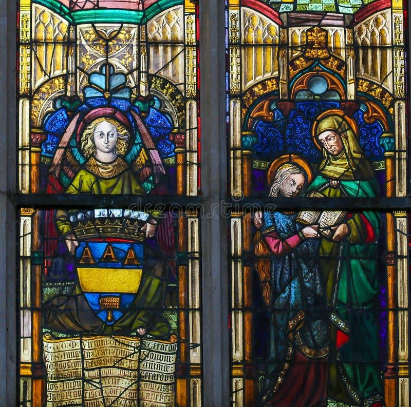 Vitral - Virgem Maria e Saint Ana fotografia de stock royalty free