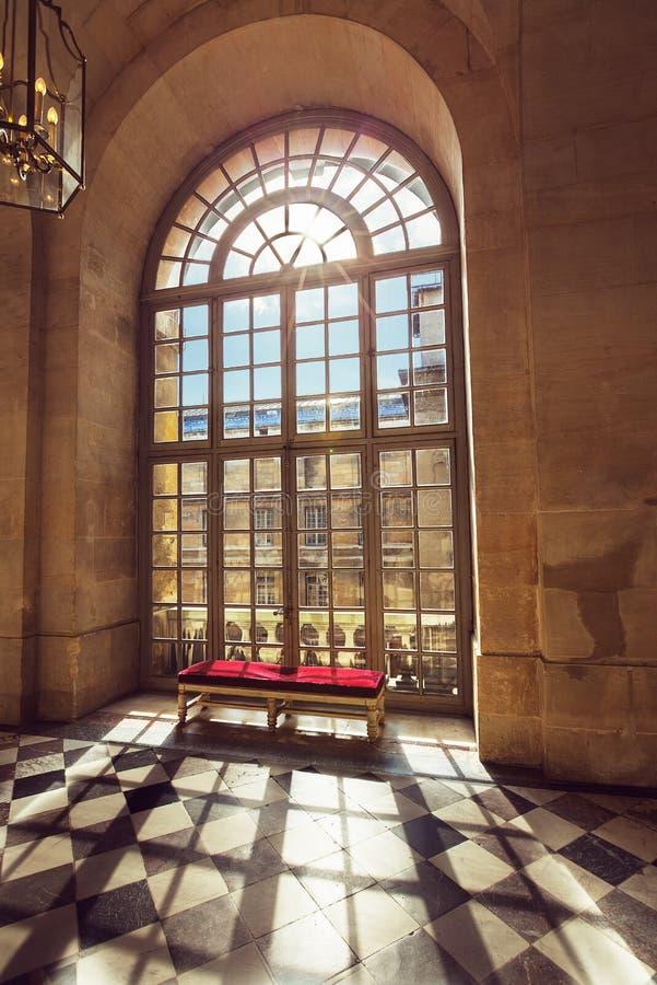 Vitraux de luxe de palais dans le palais de Versailles, France photographie stock