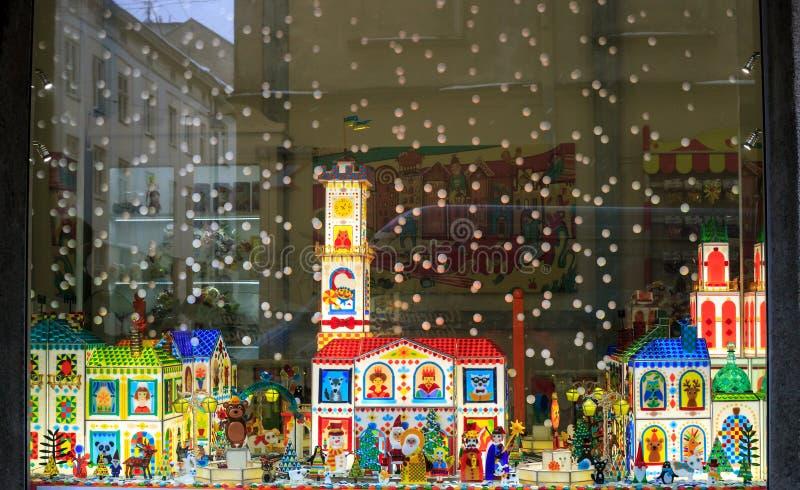 Vitrine de l'atelier de caramel avec mini figurines en verre à Lviv, Ukraine images stock