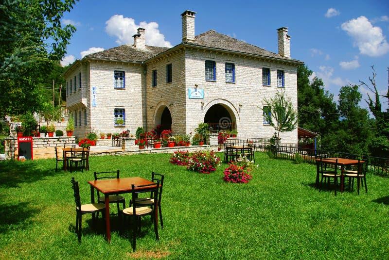 Vitsa村庄的传统石头做的豪宅旅馆在Zagoria地区 免版税库存图片