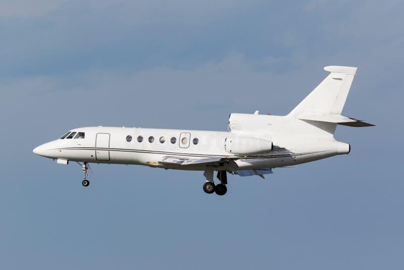 Vitt affärstrijetflygplan royaltyfria foton