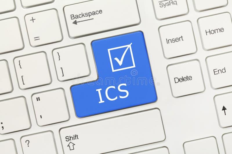 Vitt begreppsmässigt tangentbord - blå tangent för ICS arkivbild