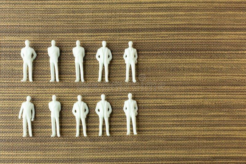Vitt diagram miniatyr på trä för affärsinnehåll royaltyfri foto