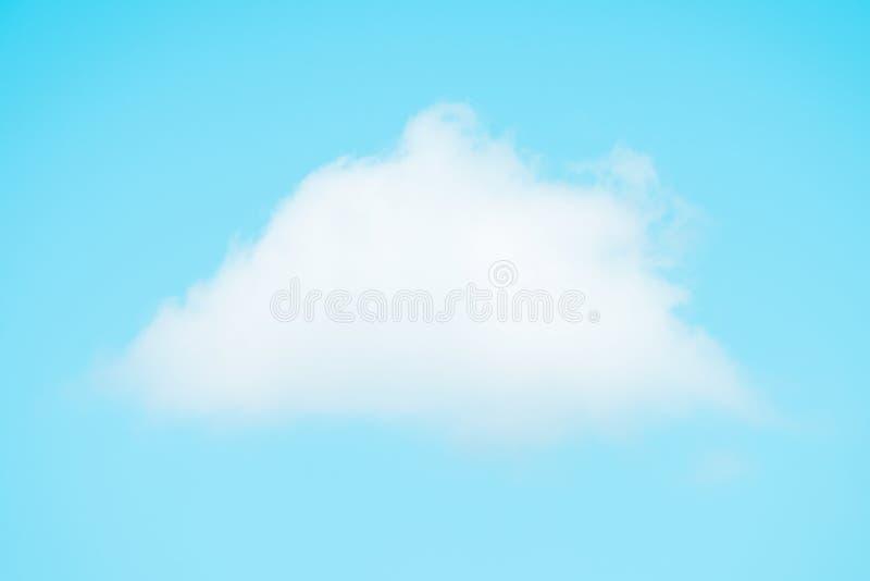 Vitt enkelt moln på himmel arkivbilder