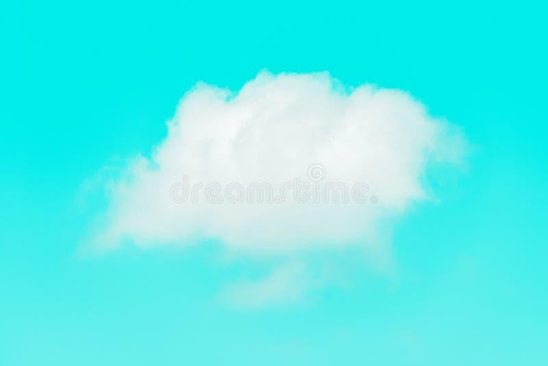 Vitt enkelt moln på himmel royaltyfri bild