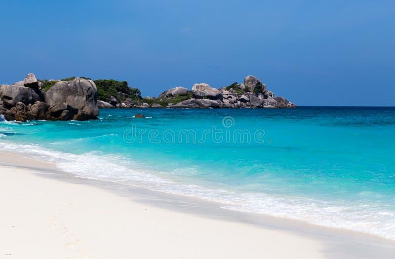 Download Vitt För Strand- Och Turkosblått För Sand Hav Fotografering för Bildbyråer - Bild av thailand, lopp: 37344455